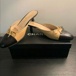 Gorgeous Auth Chanel Two Tone Kitten Slides shoes
